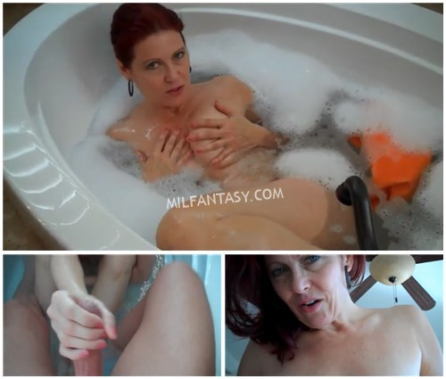 Dana Devereaux - Peeping on mom in tub