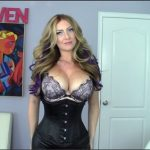 Goddess Gwen – Jerking off to pics of your mom