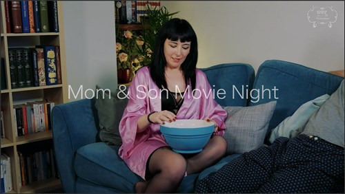 Sexy Cleo - Casual Sex with Mom Movie Night